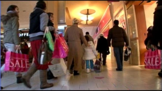 Retailers are trying to capitalize on the last two days of holiday season.
