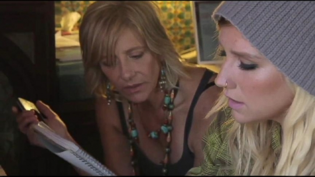 VIDEO: Keshas Mother Joins Singer in Rehab Facility