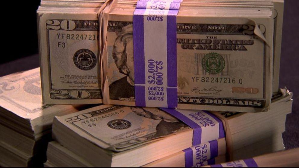 VIDEO: Master Counterfeiter Prints Virtually Undetectable Fake $20s
