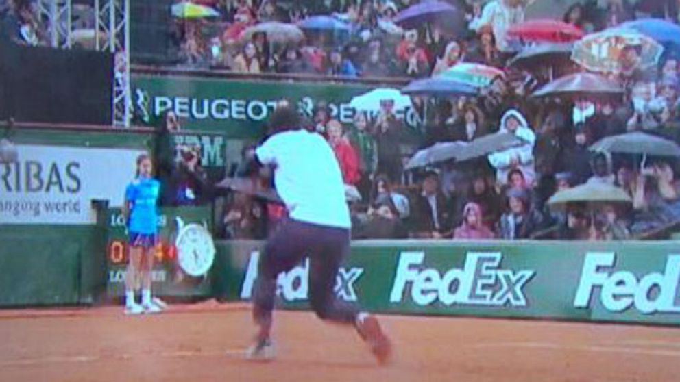 VIDEO: The two tennis stars broke it down on the court for the French Open Kids Day.