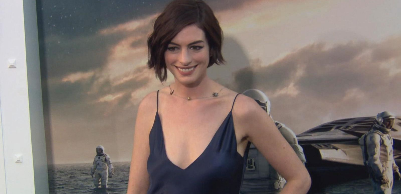 VIDEO: Oscar-Winner Anne Hathaway Reportedly Expecting 1st Child