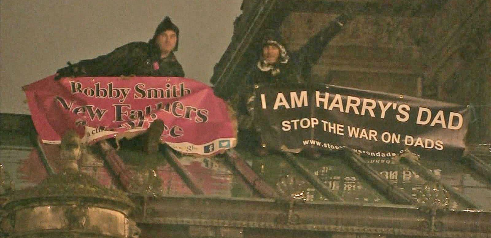 VIDEO: Protesters Scale Roof on Buckingham Palace Grounds