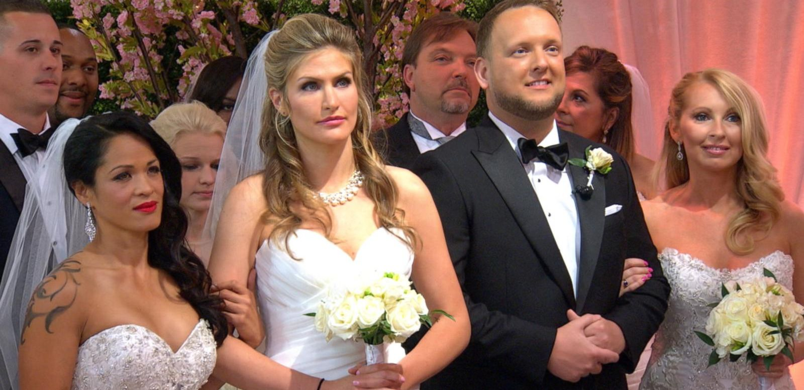 VIDEO: 'GMA' Wide World of Weddings: 16 Couples Get Married Live in Times Square