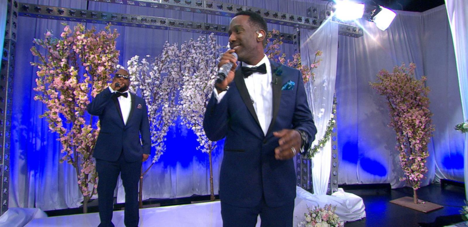 VIDEO: Wide World of Weddings: Boyz II Men Perform 'On Bended Knee' Live on 'GMA'