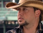 VIDEO: Country Musics Jason Aldean Discusses Going Pink