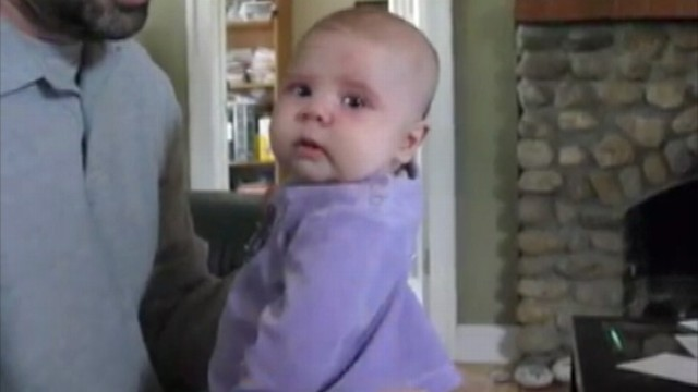 """VIDEO: A baby girl wont stop crying until she hears Notorious B.I.G.s """"Hypnotize"""""""