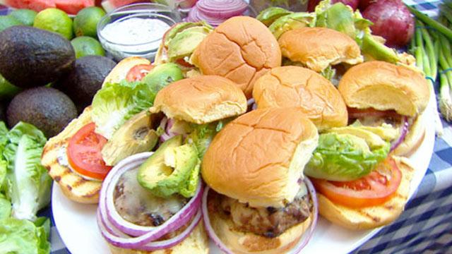 "PHOTO:Emeril prepares turkey burgers with cilantro mayonnaise for ""Good Morning America."""