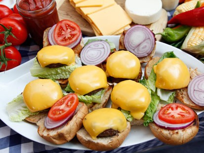 PHOTO:??Rocco DiSpirito prepares his cheeseburgers on Good Morning America, July 18, 2011.