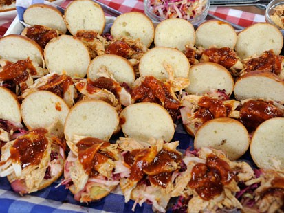 PHOTO:??Rachael Ray cooks up delicious chicken sliders for Good Morning America.