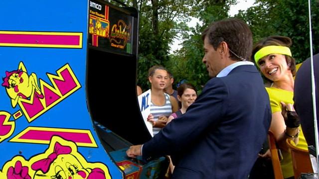 VIDEO: Elizabeth, Sam and Lara are dressed to impress as George plays Mrs. Pac-Man.