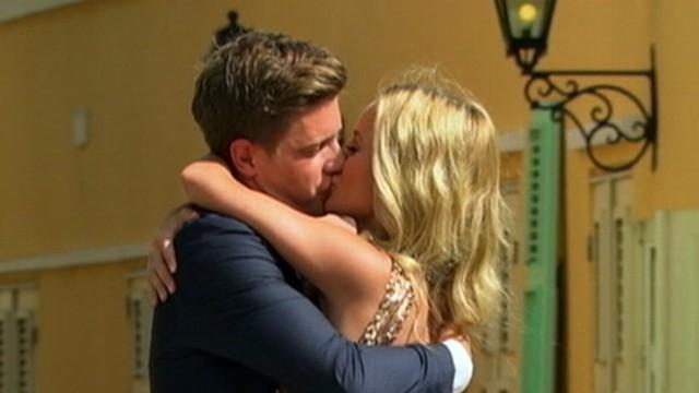 VIDEO: Entrepreneur Jef Holm asks for single mother Emily Maynards hand in marriage.