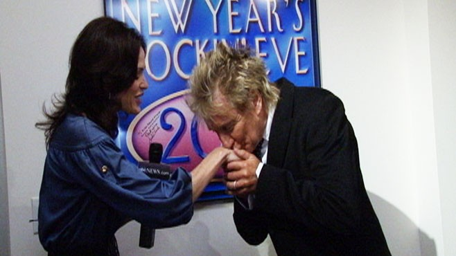 VIDEO: Legendary singer Rod Stewart charms our own Tanya Rivero.