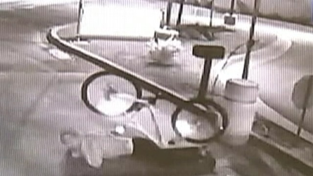VIDEO: Video captures Oklahoma mans face-plant as he attempts to steal a bike.