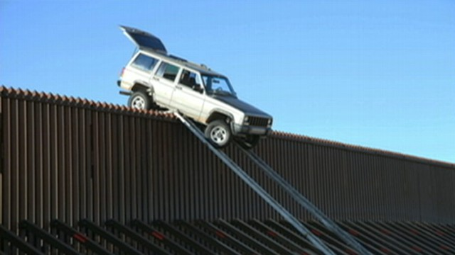 VIDEO: Suspected smugglers abandoned their plan to scale a 14-foot fence on the California-Mexican border.