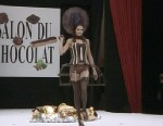 VIDEO: Frances chocolate makers and fashion designers created chocolate dresses.
