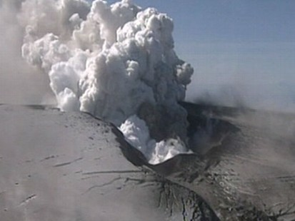 VIDEO: An aviation expert and a theoretical physicist discuss the volcanic ash cloud.