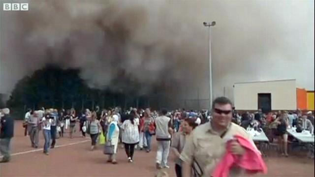 VIDEO: Demolition Leaves Spectators in Cloud of Dust