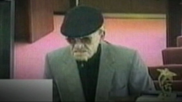 VIDEO: Police track an important lead in catching the West Coast bank robber.