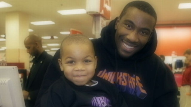 VIDEO: John Schriffen reports New York Knicks stars holiday gift for one family.