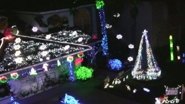 VIDEO: Jeff Ostroff uses 60,000 lights to turn his home into a winter wonderland.