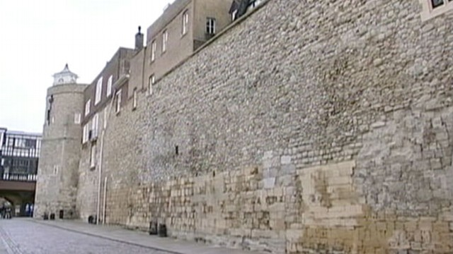 VIDEO: Tower of Londons Locks Changed After Security Breach