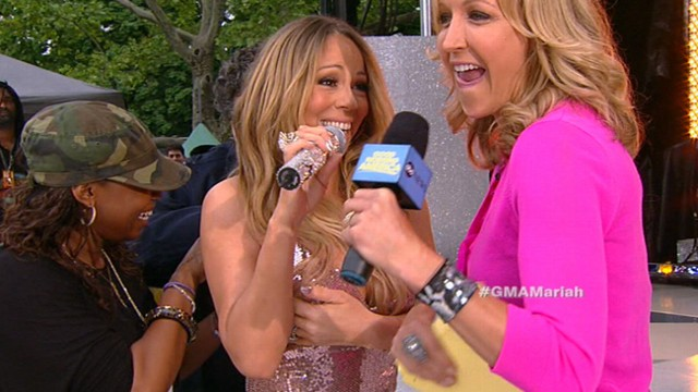 """VIDEO: Superstar singer makes most of a finicky dress during her """"Good Morning America"""" concert."""