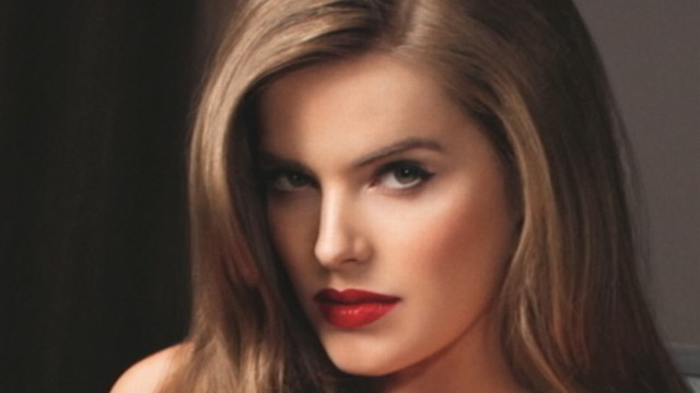 VIDEO: Robyn Lawley made waves in Australia when Vogue featured her within their pages.