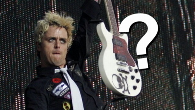 VIDEO: Green Day front man kicked off flight due to saggy pants.