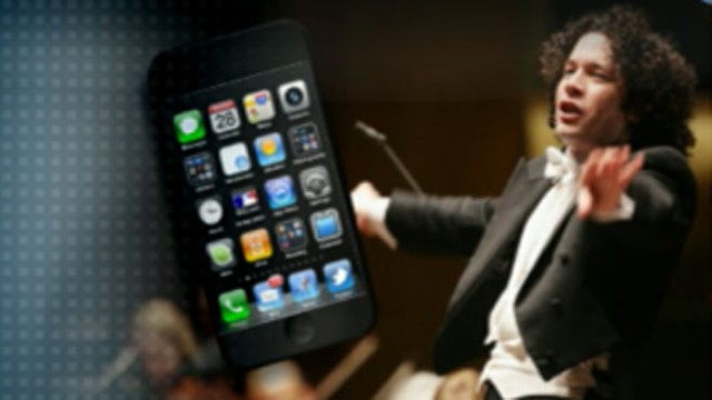 VIDEO: Audience shocked after New York Philharmonic conductor takes issue with phone.