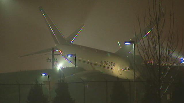 VIDEO: Plane Veers Off Taxiway at Atlanta Airport