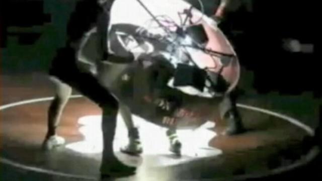 VIDEO: Lights Fall on High School Wrestler