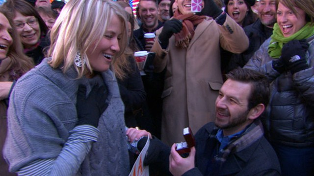 """VIDEO: """"Good Morning America"""" fans watch as a young couple gets engaged."""