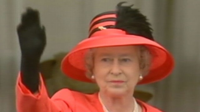 VIDEO: U.K.s monarch says she will renew her dedication of service to her country.