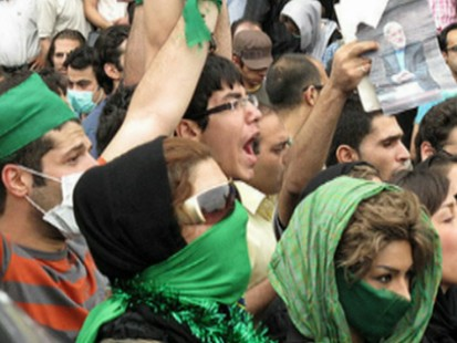 VIDEO: Protesters make themselves heard after foreign media are kicked out of Tehran.