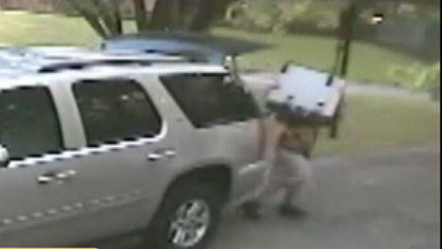 VIDEO: Video showing theft of third-row SUV seats unfolds in seconds.