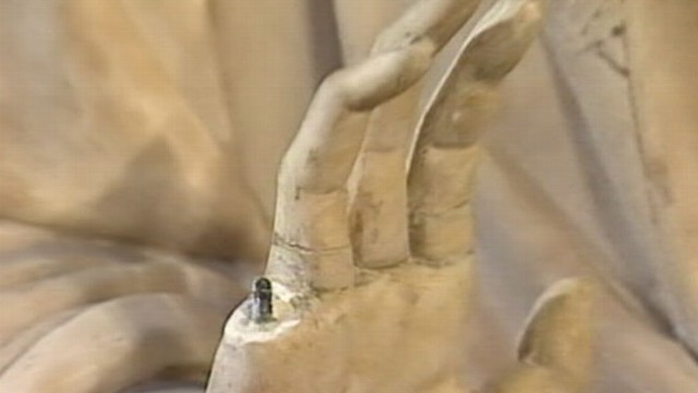 VIDEO: Tourist in Florence was reportedly comparing his hand to a statue of the Virgin Mary when it broke.