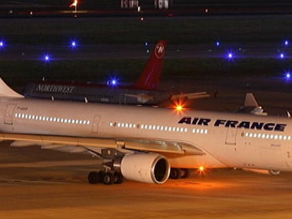 VIDEO: Aviation officials say planes disappearance hours into flight is unusual.