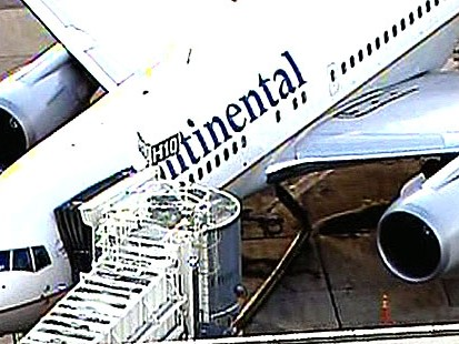 VIDEO: Continental flight diverted to Miami because of injuries caused by turbulence.
