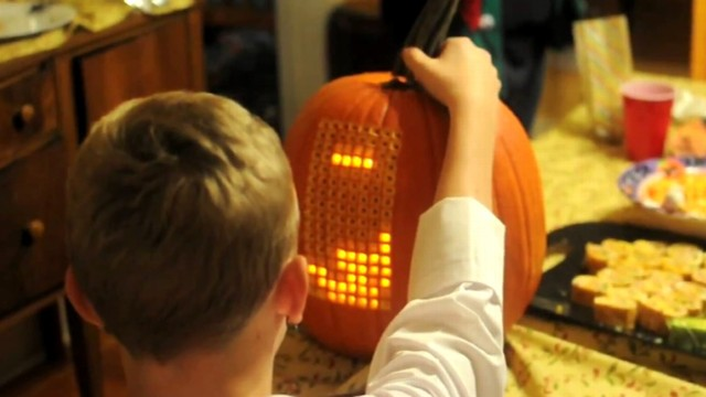 VIDEO: Nathan Pryor, 37, invented Pumpktris, a fully-playable Tetris game inside a pumpkin.