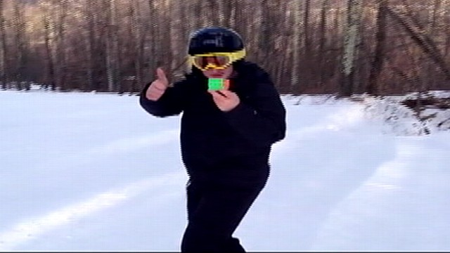 16-Year-Old Solves Rubiks Cube Behind Back While Skiing