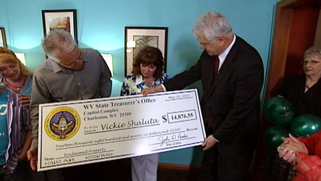 PHOTO: West Virginia woman gets nearly $15,000 in unclaimed funds left by her mom.