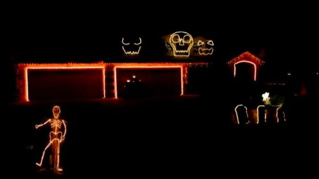 """VIDEO:""""Giant skull faces on a California home sing along to the Robin Thicke hit song."""