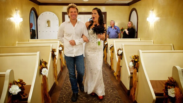VIDEO: Australian bride?s dream came true when the rocker showed up at her Las Vegas wedding.
