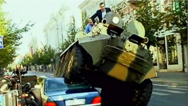 VIDEO: Mayor Arturas Zuokas uses military tank to take on cars parked illegally.