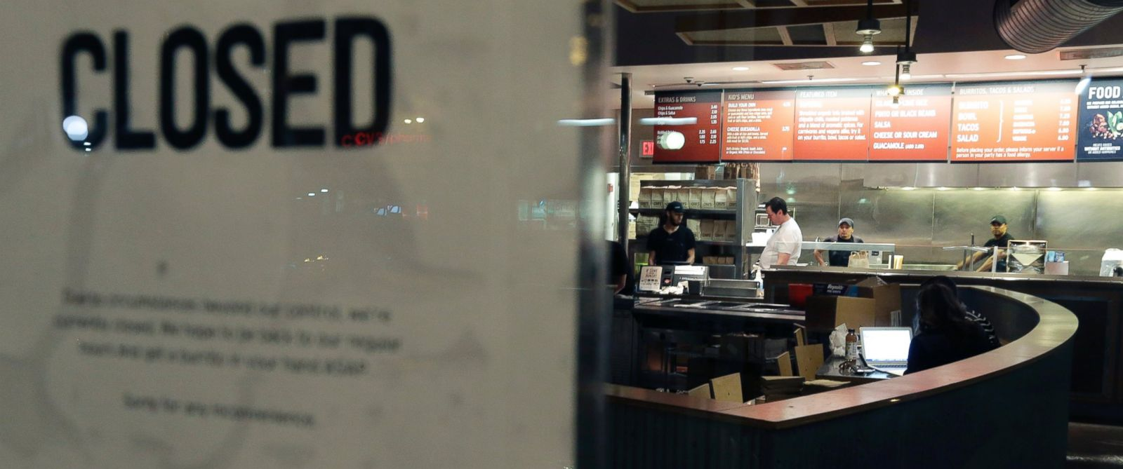 PHOTO:A closed Chipotle restaurant is seen, Dec. 7, 2015, in the Cleveland Circle neighborhood of Boston.