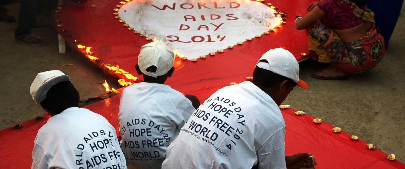 PHOTO: Indian social activists light lamps around a sign during an event to mark World AIDS Day in Kolkata, Dec. 1, 2014.