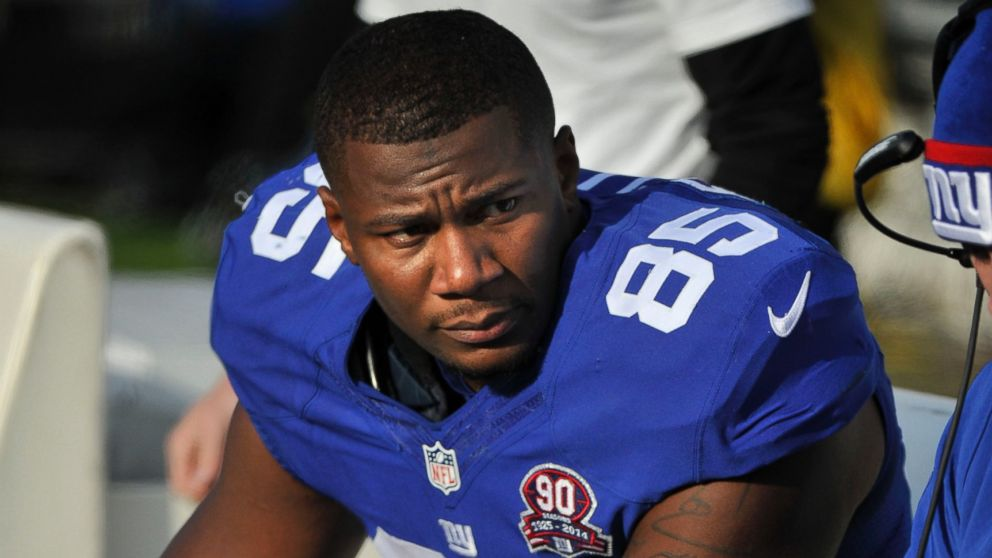 PHOTO: Daniel Fells of the New York Giants watches from the sideline during a game on Dec. 7, 2014 in Nashville, TN.