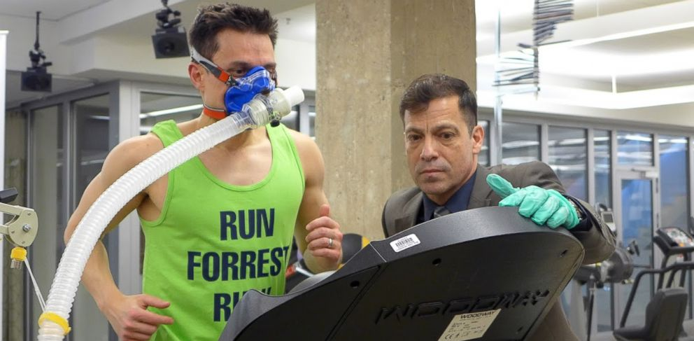 PHOTO: Dan Childs, ABC News Medical Unit Managing Editor, ran on a treadmill until he hit the wall under the watchful eye of exercise physiologist Harry Pino at the NYU Langones Sports Performance Center.