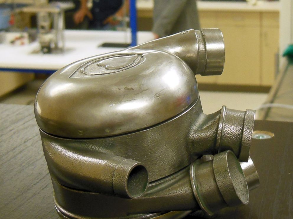 PHOTO: Scientists at the Texas Heart Institute are working to create a permanent artificial heart
