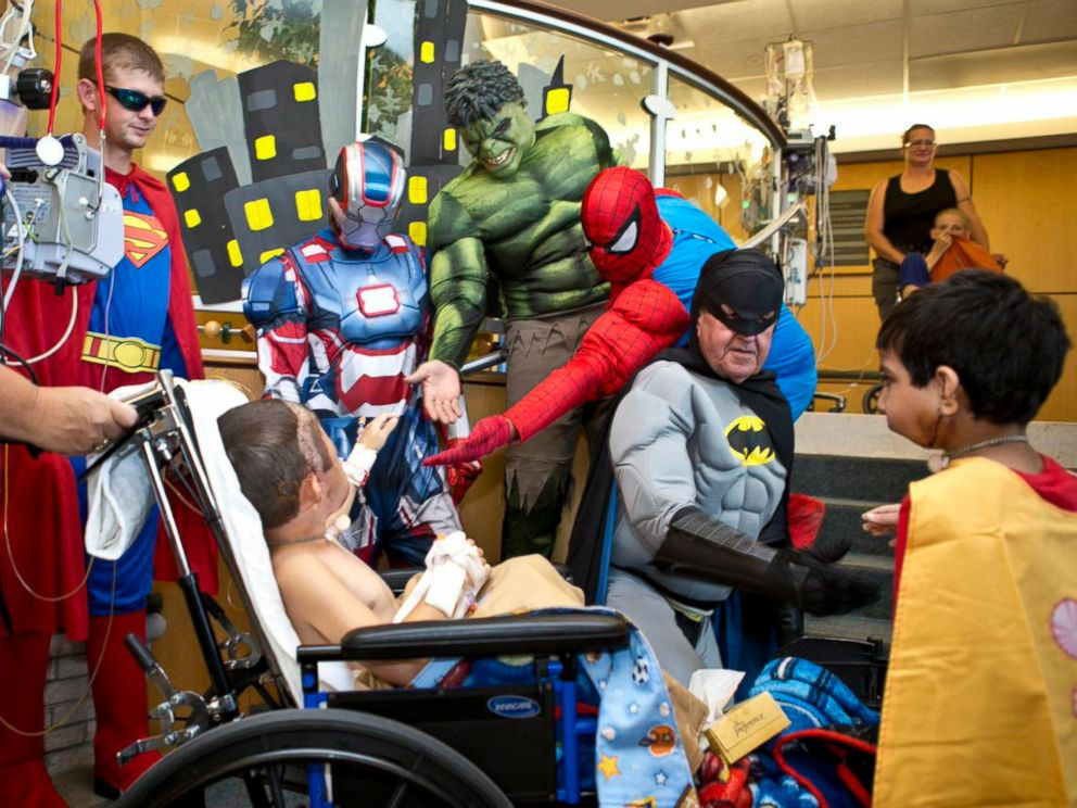 PHOTO: A hospital patient meets the window washers turned superheroes.